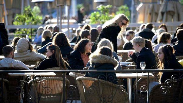 suecia,-que-mantiene-en-caida-casos-de-covid-19,-plantea-autorizar-eventos-con-500-personas
