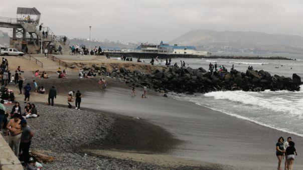 decenas-de-personas-llegaron-a-playas-de-miraflores-sin-usar-mascarillas