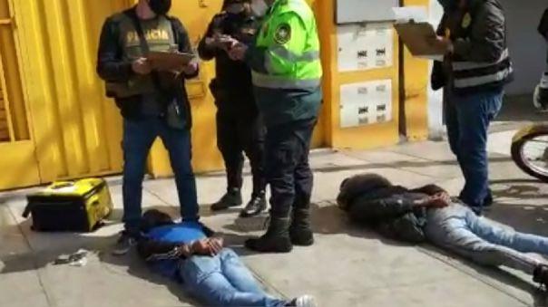 policia-frustro-robo-en-tienda-de-smp-y-captura-a-4-delincuentes-que-se-hicieron-pasar-por-repartidores-de-delivery