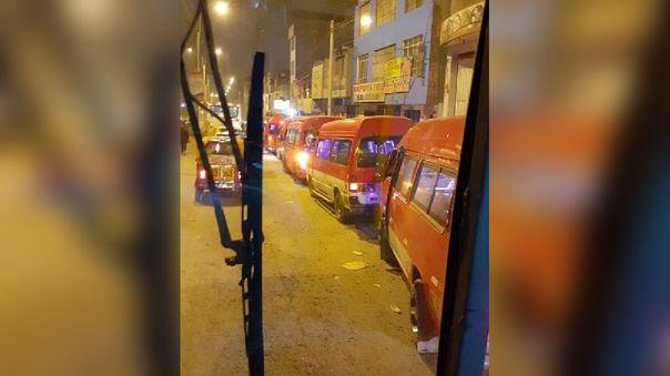 sjm:-combis-informales-bloquean-el-ingreso-y-salida-de-ambulancias-del-hospital-maria-auxiliadora