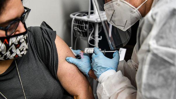 gobierno-de-australia-quiere-hacer-obligatoria-y-gratuita-la-vacuna-contra-la-covid-19