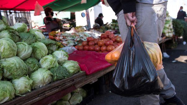 chile:-ningun-comercio-podra-entregar-bolsas-plasticas-a-sus-clientes