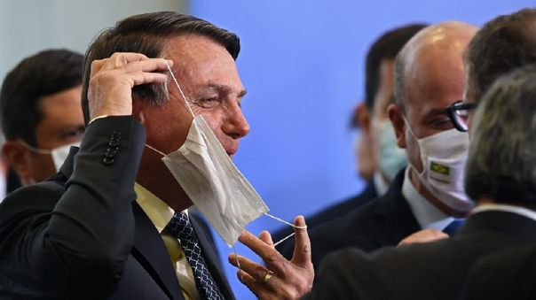 jair-bolsonaro-amenaza-a-periodista:-«que-ganas-de-reventarte-la-boca-a-golpes»