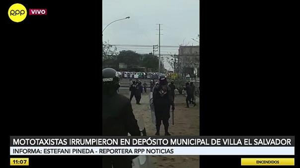 ves:-mototaxistas-atacaron-con-piedras-y-palos-a-serenos-para-recuperar-sus-vehiculos-decomisados-[video]