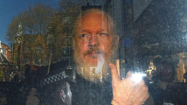 el-juicio-de-extradicion-de-julian-assange-se-aplazo-al-lunes-por-un-posible-caso-de-la-covid-19