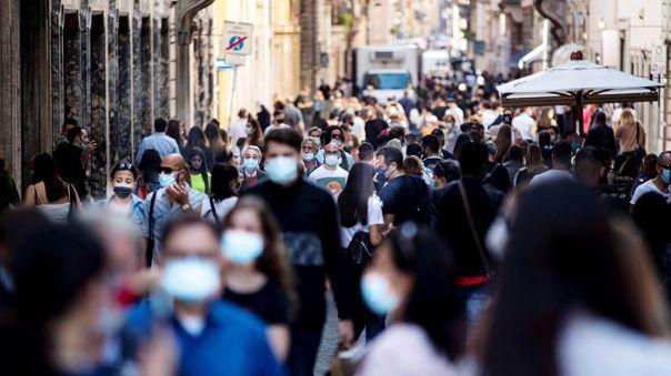 los-contagios-con-coronavirus-repuntan-en-italia-y-gobierno-aprueba-nuevas-restricciones