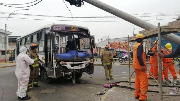 la-victoria:-al-menos-10-heridos-en-violento-choque-entre-una-camioneta-y-un-bus-de-transporte-publico-[video]
