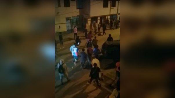 chorrillos:-vecinos-atraparon-y-golpearon-a-delincuentes-que-robaron-un-celular