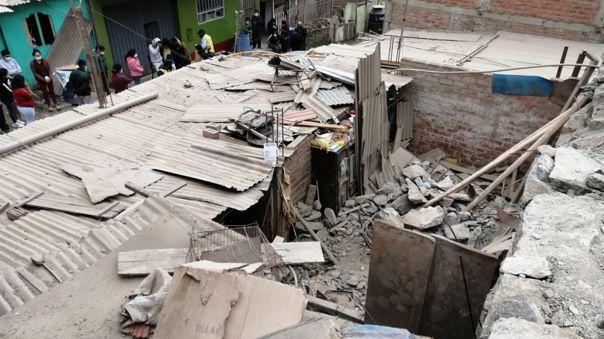 dos-ninos-fallecieron-tras-desprendimiento-de-rocas-sobre-su-vivienda-en-san-juan-de-lurigancho