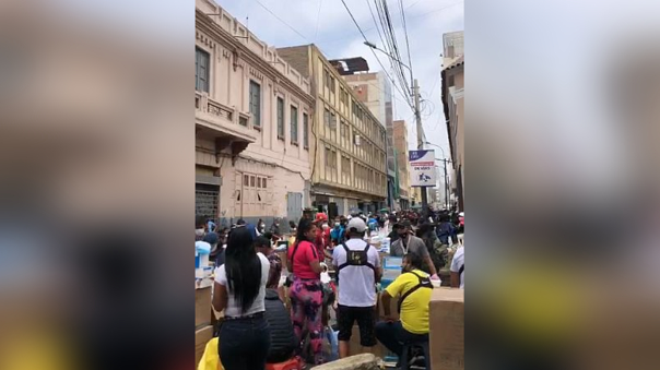 ambulantes-han-tomado-las-calles-de-mesa-redonda-y-vecinos-denuncian-aglomeraciones-[video]